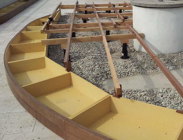 Unterkonstruktion für Design-Holzterrasse mit Dielen aus Thermoesche