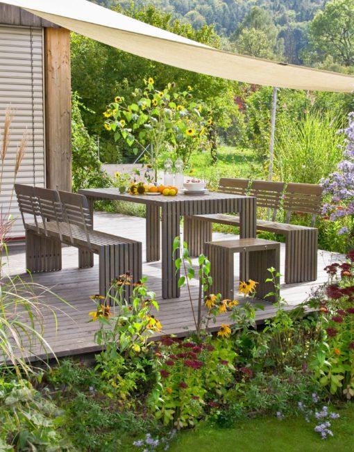 Moderne Sitzgruppe in Holz (Robinie) für Terrasse und Garten