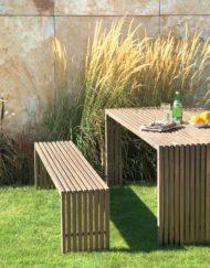 Moderne Sitzbank und Gartentisch TAVOLA von WALLI Gartenmöbel in Holz (Akazie / Robinie)