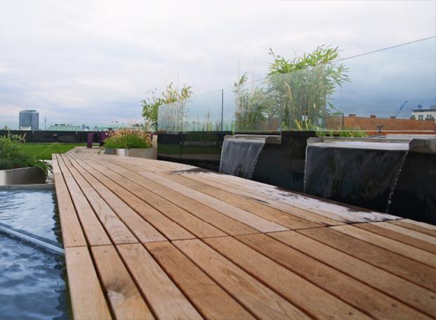 Exklusive Terrassengestaltung mit Terrassendielen aus Thermoesche