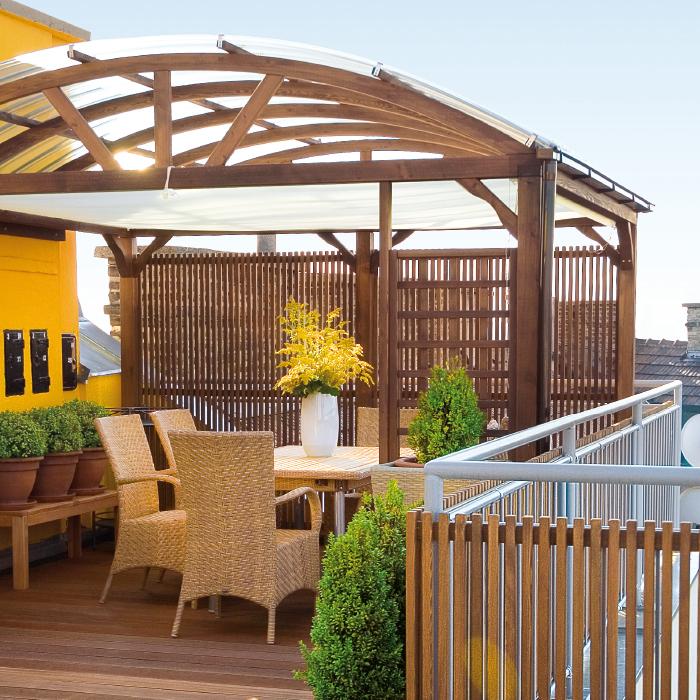 Wohnliche Atmosphäre in Garten und Terrasse: Pavillons, Gartenhäuser, Terrassenüberdachung nach Maß exklusiv vom Gartentischler