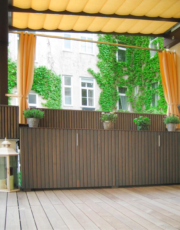 Terrassendach-Beschattung, Pflanzgefässe als Sichtschutz, modernes Outdoor-Sideboard nach Maß