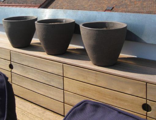 Holzboden und Gartenanrichte