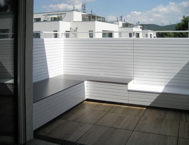 Balkon mit Sichtschutz und Sitzecke