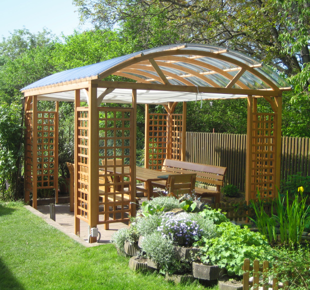 Einer unserer schönen Pavillons mit Rankgitter und Sitzgruppe Atrium