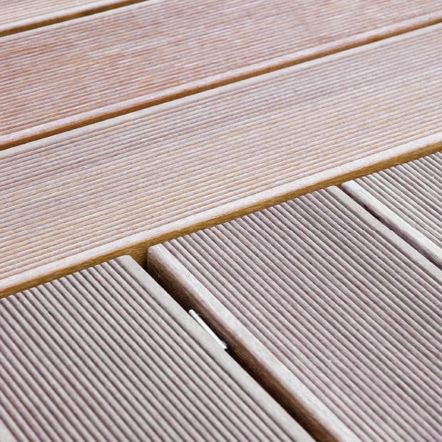 Holzboden, geriffelt