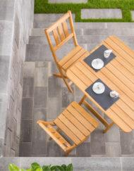 Traditionelle Klappmöbel vom Gartentischler für Terrasse oder Gastgarten