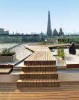 Exklusive Design-Dachterrasse in Wien mit Holzdielen aus Thermoesche von WALLI Wohnraum Garten