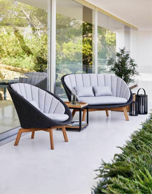 Peacock –wunderschön und komfortabel, Lounge Sessel und 2-Sitzer-Sofa jetzt bei WALLI Wohnraum Garten