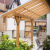 Terrassendach in Lärche nach Maß mit Schrägdach und Glas-Eindeckung vom Gartentischler