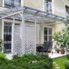 Terrassendach mit Rankgitter, Sichtschutz, Glasdach –Ausführung Lärche Kieselgrau geölt