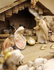 Entdecken Sie schöne Krippen und Krippenfiguren aus Holz in unsere Shop in Thernberg