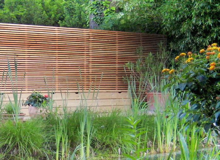 Sichtschutz-Zaun mit horizontalen Holz-Lamellen aus Lärche von WALLI