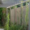 Moderne Pergola mit Sichtschutz und Holzterrasse in Lärche grau geölt