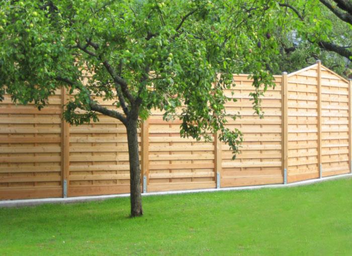 Holz im Garten: Sichtschutz-Zaun / Dichtwand aus heimischer Lärche
