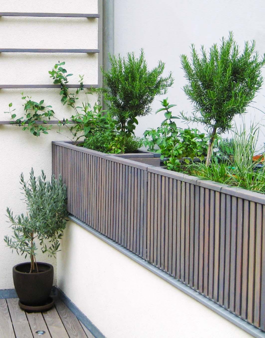 Pflanzbehälter –Blumenkisten aus heimischem Holz in Sonderanfertigung mit Rankhilfe