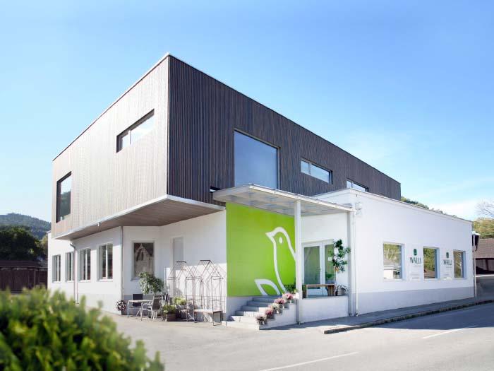 Unsere großzügigen Schauräume für Gartenmöbel und -ausstattungen und Werkstätte in Thernberg/Innerschildgraben