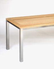 Outdoor-Esstisch aus Edelstahl mit Tischplatte aus Holz in Eiche, Robinie / Akazie in Maßanfertigung von WALLI Gartenmöbel Wien / Niederösterreich